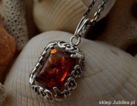 Arancza - srebrny wisior z bursztynem