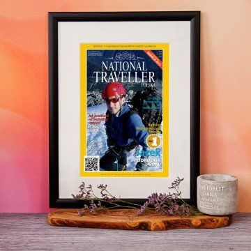 "Okładka ""National Traveller"" obramowana"