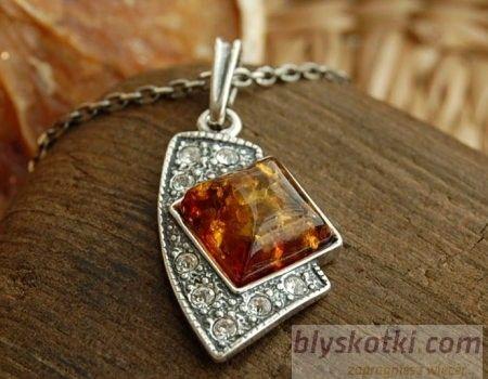 Gioco - srebrny wisiorek z bursztynem i kryształkami