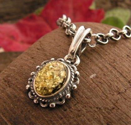 Adyga - srebrny wisiorek z bursztynem