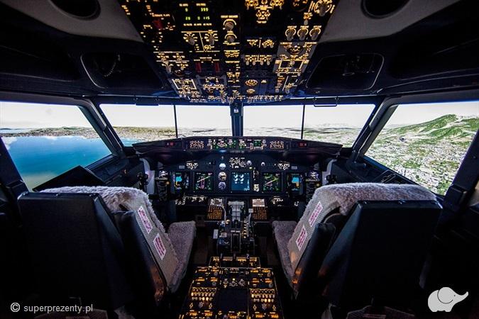 """Zasiądź za sterami BOEING 737 - """"PILOT STARTER"""" w Warszawie"""
