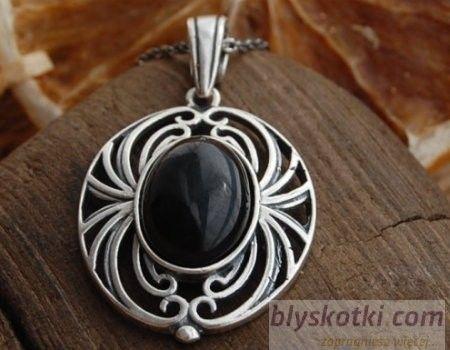 Akaba - srebrny wisiorek z onyksem