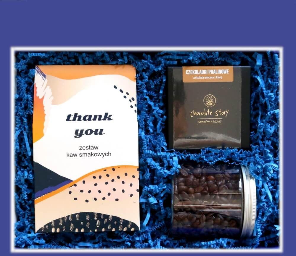 Zestaw prezentowy dla bliskiego ELEGANCKI Thank You Box. Zestaw 10 mielonych kaw smakowych 10x10g, kawa ziarnista Waniliowa 200g, wykwintne praliny kawowe w mini bombonierce. Wyjątkowe podziękowanie.