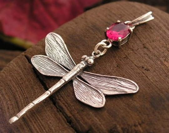 Ważki - srebrny wisiorek z rubinem