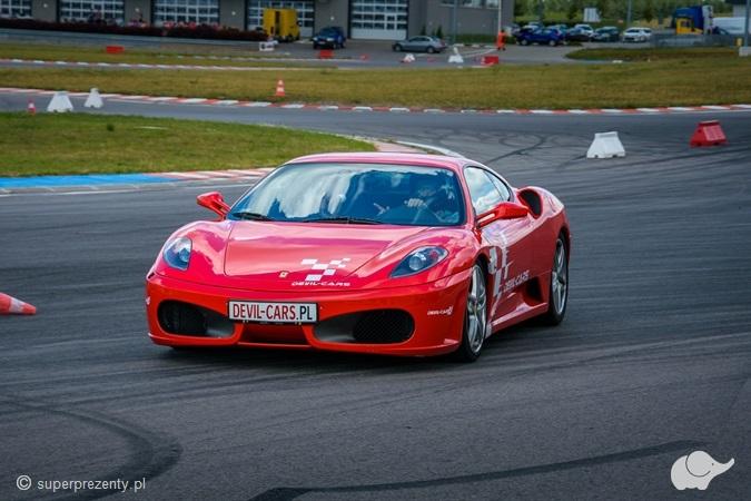 Pojedynek Ferrari Tor Poznań