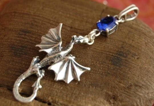 Dragon - srebrny wisiorek smok z szafirem