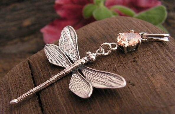 Ważki - srebrny wisiorek z topazem złocistym