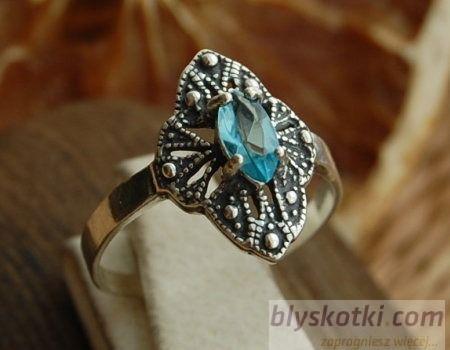 Gloria - srebrny pierścionek z akwamarynem
