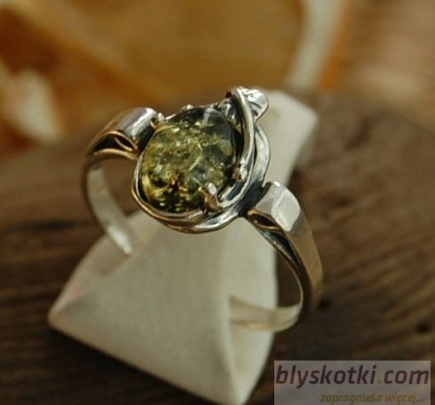 Maradi - srebrny pierścionek z bursztynem