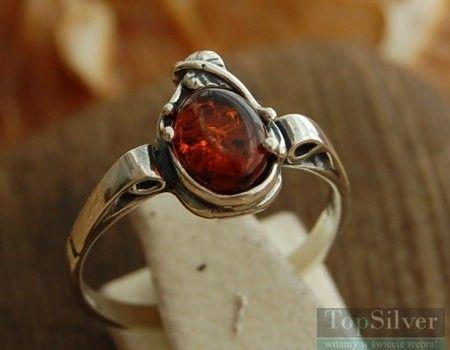 Beska - srebrny pierścionek z bursztynem