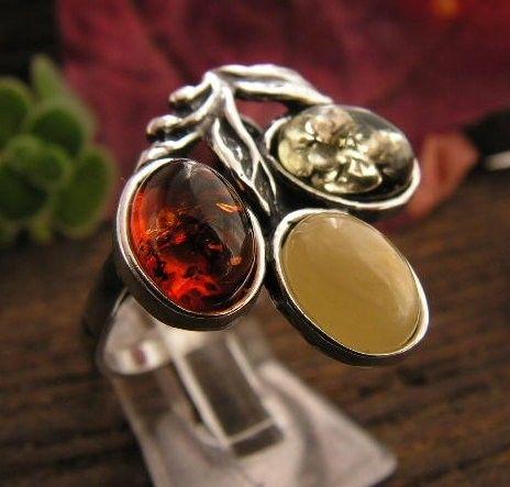 Tęcza - srebrny pierścionek z bursztynów