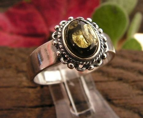 Adyga - srebrny pierścionek z bursztynem
