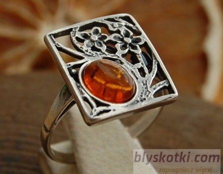 Norma - srebrny pierścionek z bursztynem