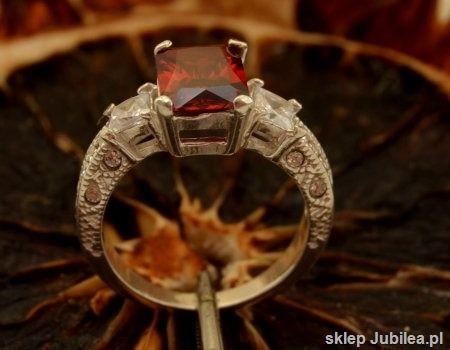 Alexis - srebrny pierścień z granatem