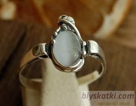 Mauricia - srebrny pierścionek z kocim okiem