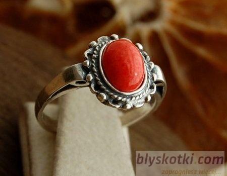 Bodila - srebrny pierścionek z koralem