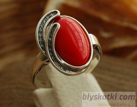 Zafara - srebrny pierścionek z koralem