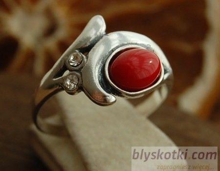 Okere - srebrny pierścionek z koralem