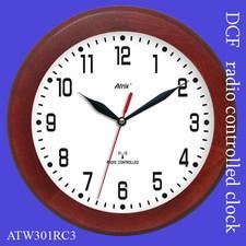 Zegar drewniany sterowany radiowo P3