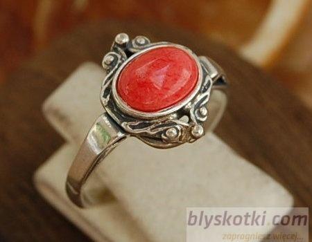 Sulmona - srebrny pierścionek z koralem