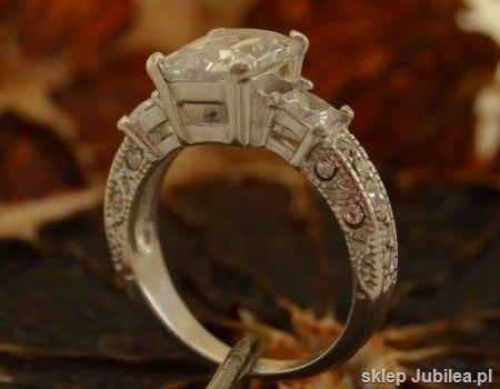 Alexis - srebrny pierścień z cyrkonią
