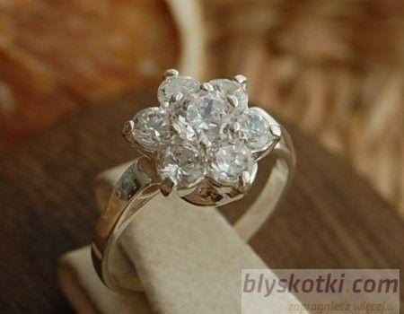 Garcia - srebrny pierścionek z kryształami