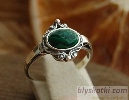 Larino - srebrny pierścionek z malachitem