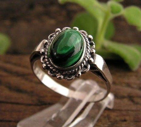 Tafali - srebrny pierścionek z malachitem