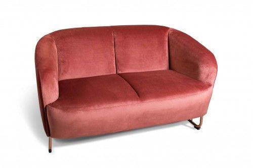 Aksamitna sofa FAM 2 os. Koral, złote nóżki