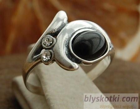 Charlotte - srebrny pierścionek z onyksem