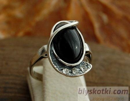 Vincola - srebrny pierścionek z onyksem i kryształkami