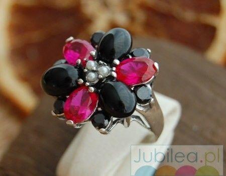 Delfia - srebrny pierścień rubiny, perły i onyksy
