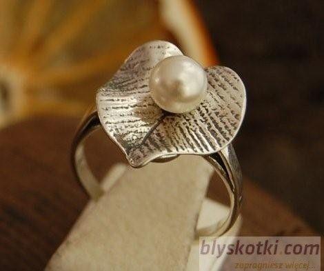 Lilia - srebrny pierścionek z perłą