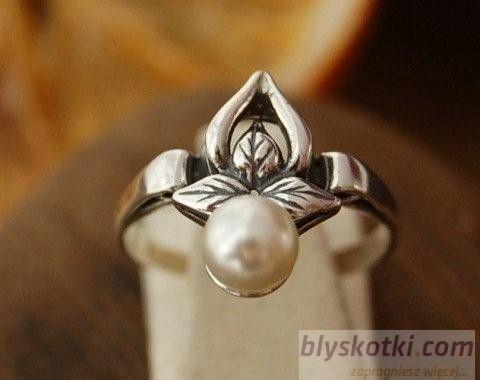 Candia - srebrny pierścionek z perłą