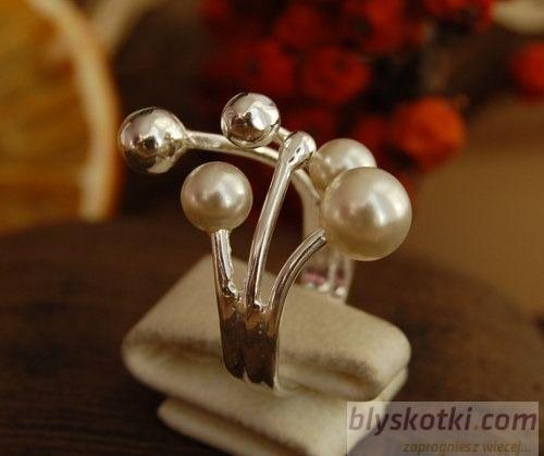 Vinola - srebrny pierścień z perłami
