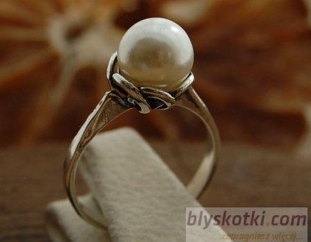 Ofelia - srebrny pierścionek z perłami