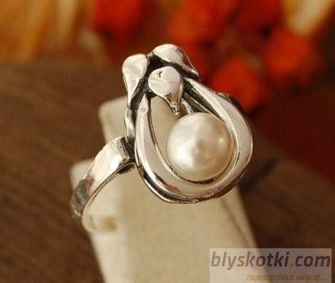 Clara - srebrny pierścionek z perłą