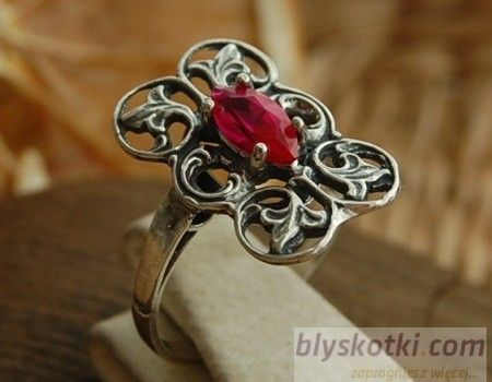 Catalina - srebrny pierścionek z rubinem