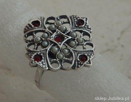 Cesarta - srebrny pierścionek z rubinem i perłami