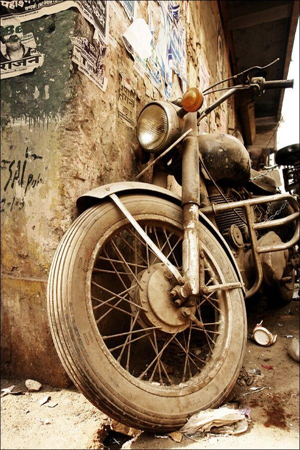 Stary motocykl - plakat wymiar do wyboru: 21x29,7 cm
