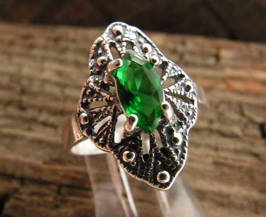 Lukka - srebrny pierścionek ze szmaragdem