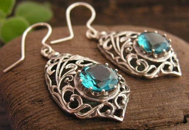 Side - srebrne kolczyki z akwamarynem