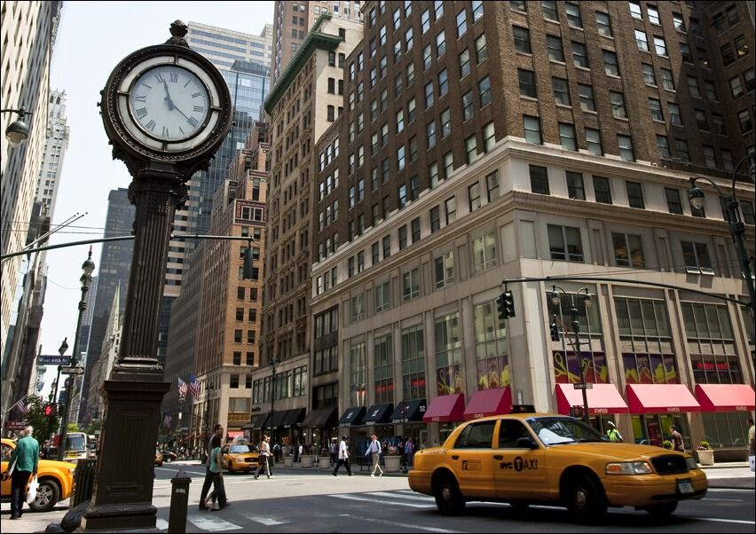 Zegar na avenue, new york - plakat wymiar do wyboru: 59,4x42 cm