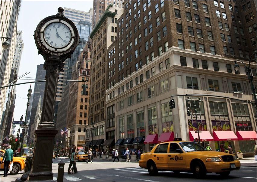 Zegar na avenue, new york - plakat wymiar do wyboru: 91,5x61 cm
