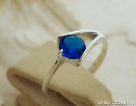 Srebrny pierścionek z szafirem - oslo