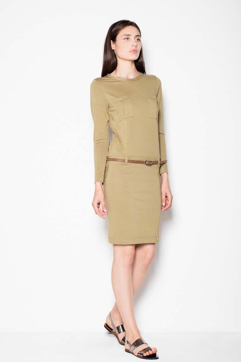 Oliwkowa sukienka prosta ze skórzanym paskiem