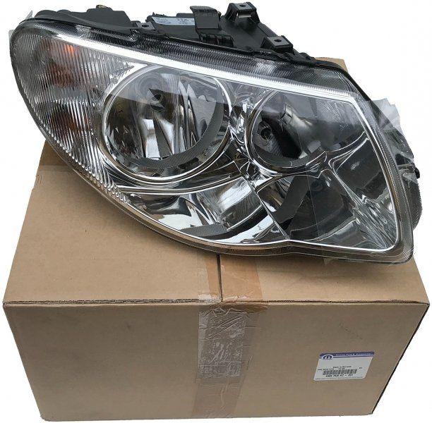 Reflektor prawy MOPAR RHD Chrysler Voyager Town Country 2005-2007