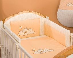 MAMO-TATO Ochraniacz do łóżeczka 70x140 Śpiący miś brzoskwiniowy - PROMOCJA