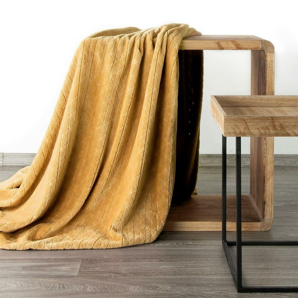 Koc narzuta dekoracyjna na fotel 70x160 Cindy 4 miodowy z mikrofibry