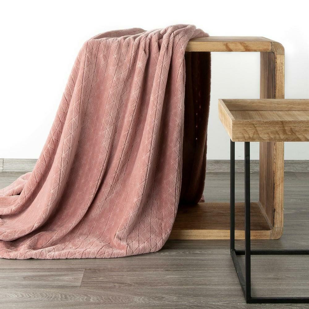 Koc narzuta dekoracyjna na fotel 70x160 Cindy 4 pudrowy różowy z mikrofibry